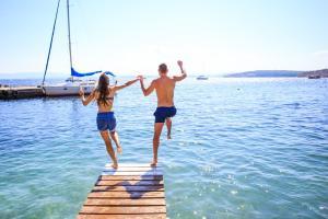 Sommerreisen Sommer Urlaub Paar Meer HOFER REISEN