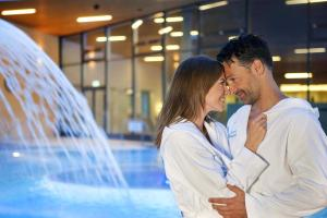 Therme Paar Wellness HOFER REISEN