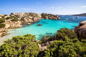 Fähren nach Sardinien Cala Coticcio Meer - HOFER REISEN