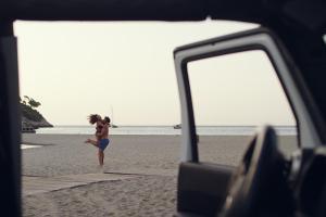 Paar Strand Meer Auto Mietwagen Mallorca HOFER REISEN