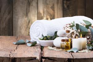 Wellness Entspannung Therme Handtuch Kerze Ruhe Erholung HOFER REISEN