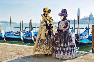 Im Luxus-Salonzug und einem Katamaran zum Karneval nach Venedig