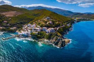 Korsika Küste Frankreich blauer Himmel Sommer HOFER REISEN