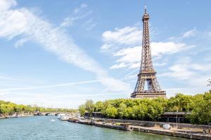 HOFER REISEN Frankreich Paris Eiffelturm
