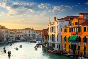 Places to be: Venedig HOFER REISEN