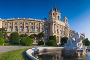 Places to be: Wien HOFER REISEN