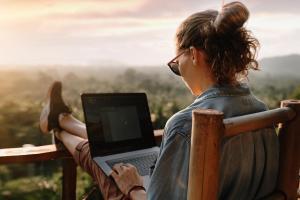 Workation - Arbeiten und Urlaub in Kombi HOFER REISEN