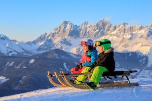 Winterurlaub mit Kindern abseits der Piste HOFER REISEN